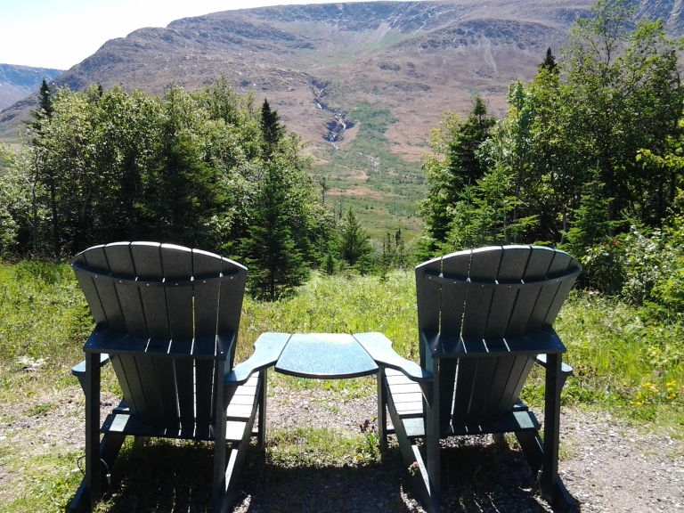 A sitting spot provided by Gros Morne National Park. Just park you car, have a seat and count your blessings. Oh, yes, you can also do lovely long hikes from here too!