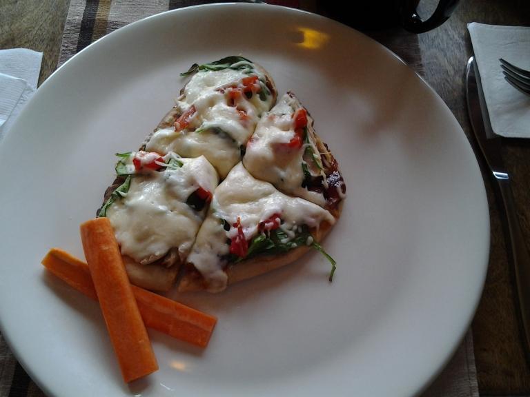 Nicole's Café, Joe Batts Arm, Fogo Island Barbeque chicken flatbread