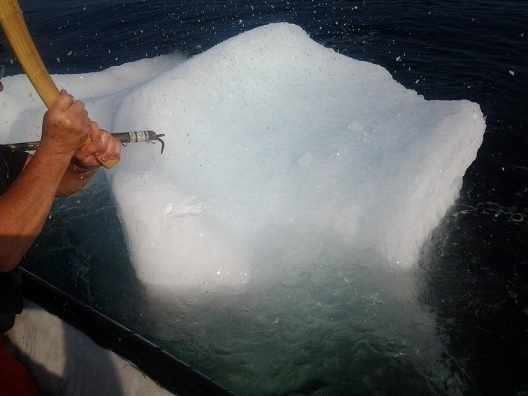 Making icecubes Island Harbour style